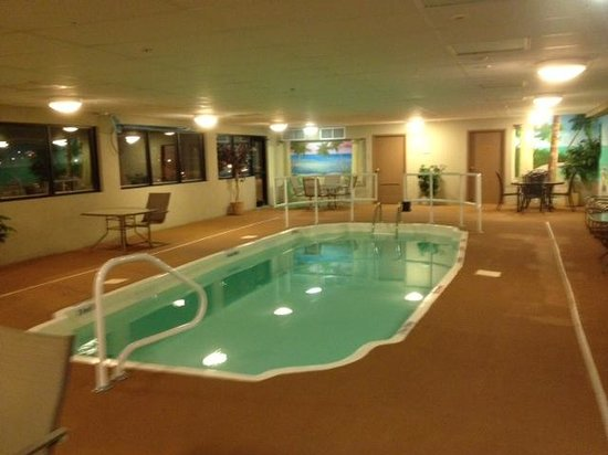 Maplewood Suites Extended Stay - Syracuse/Airport: Maplewood Inn pool