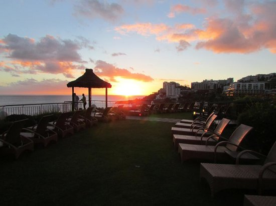 Suite Hotel Eden Mar: Beautiful sunsets (from the hotel terrace)