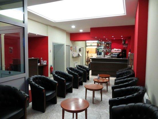 Hotel Saint Etienne : Reception area/bar Saint Etienne Lourdes