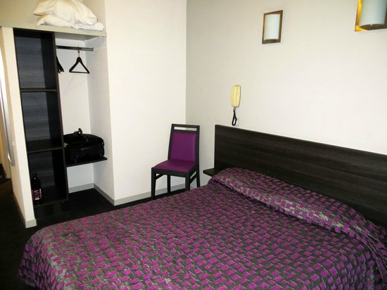 Hotel Saint Etienne : Bedroom Saint Etienne Lourdes