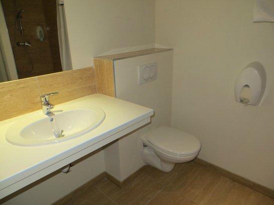 Hotel Saint Etienne : Shower/Bathroom Saint Etienne Lourdes