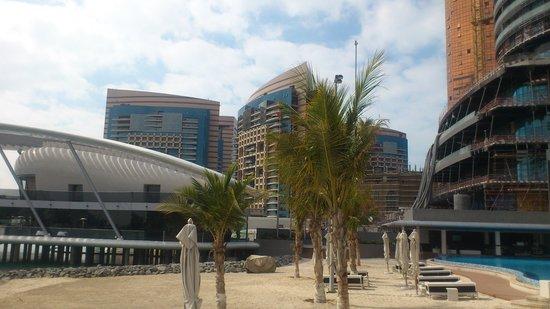 Jumeirah at Etihad Towers: пляж