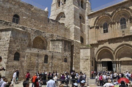 Église du Saint-Sépulcre (Jérusalem) : У входа