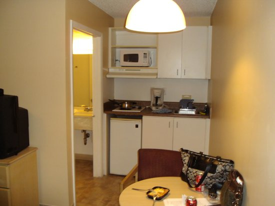 Extended Stay America - Miami - Airport - Doral - 25th Street : kitchenette