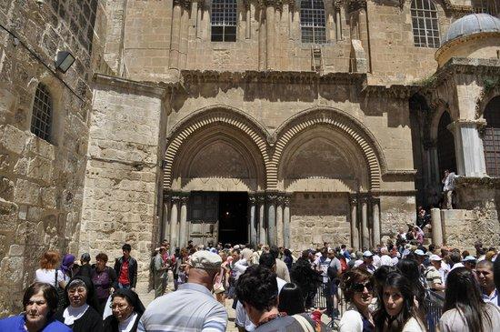 Église du Saint-Sépulcre (Jérusalem) : Главные ворота