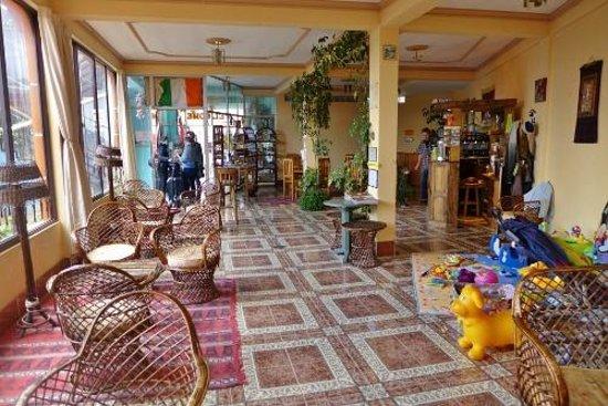 El Condor & The Eagle Cafe : Inside