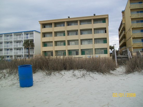 Days Inn Beach Front: Ocean Side of Motel