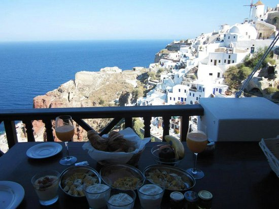 Art Maisons Luxury Santorini Hotels Aspaki & Oia Castle: breakfast view