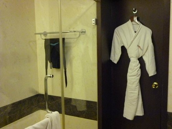 The Gateway Hotel Pasumalai Madurai : interior room 17 bathroom