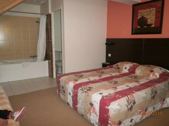 Hotel de Reims: chambre spacieuse