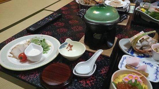 Nanbuya Kaisenkaku: 食事を運んでくれる仲居さんとの会話も楽しい思い出
