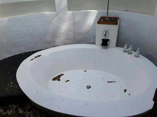Yatale The Resort: Out door bathtub