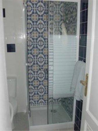 Passaro Do Fogo : blue bathroom