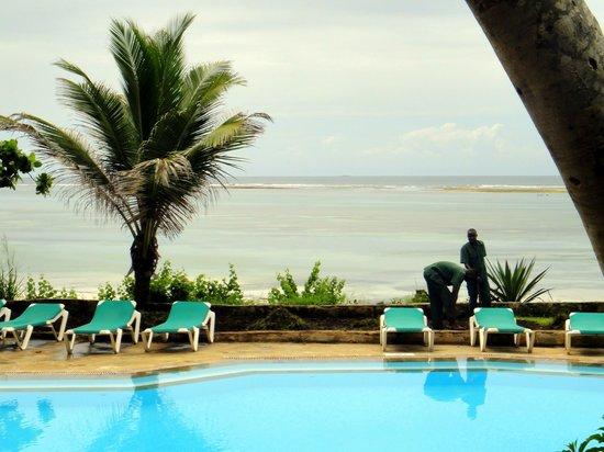 Baobab Holiday Resort: Вид от бассейна