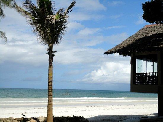 Baobab Holiday Resort: Вид на пляж