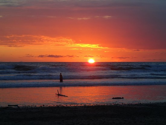 Del Mar Surf Camp: Costa Rican sunsets....Spellbound