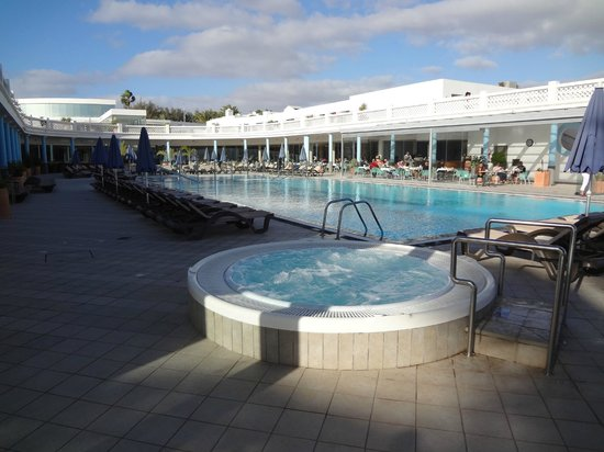Las Costas : Temperierter Pool mit Whirlpool