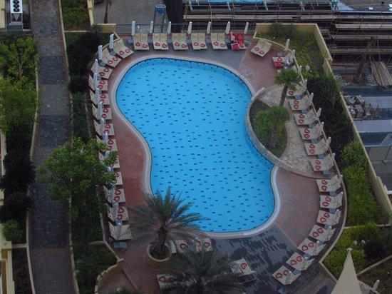 Amwaj Rotana: pool area