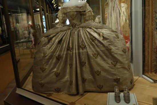 La Armería (Oruzheynaya Palata): Vestido de Coronación de Zarina Catalina II La Grende