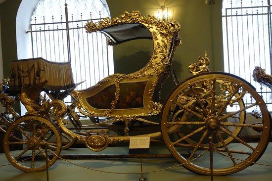 La Armería (Oruzheynaya Palata): Carrueje frencés perteneciente ea Catalina II