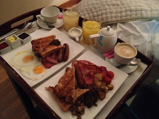 Tigerlily Hotel: Breakfast in bed