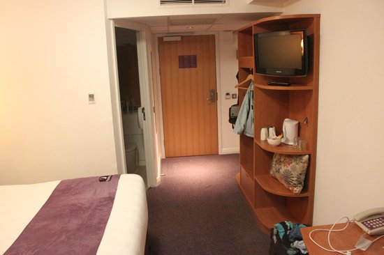 Premier Inn Edinburgh Park (The Gyle) Hotel : Facing door
