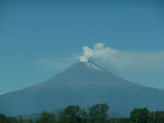 Fiesta Inn Puebla FINSA : Room view of Mount Popocatepetl