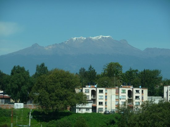 Fiesta Inn Puebla FINSA : Room view of Mount Iztaccihuatl (sleeping lady)