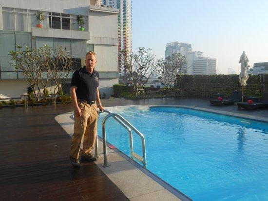 GLOW Pratunam : Great pool and view