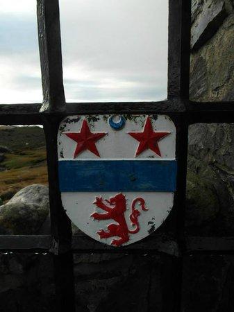 Eilean Donan Castle: Entrance to the castle bridge