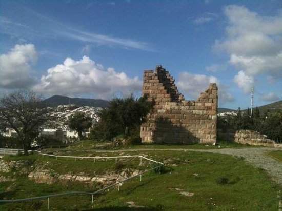 Largest of the 2 towers at Myndos Gate - Myndos Kapısı, Bodrum Resmi - TripAd...