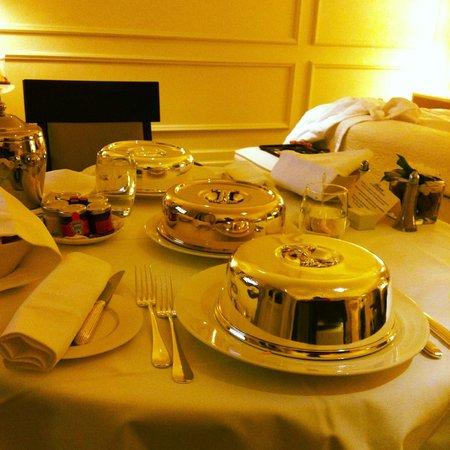 Fairmont Le Montreux Palace : Room service