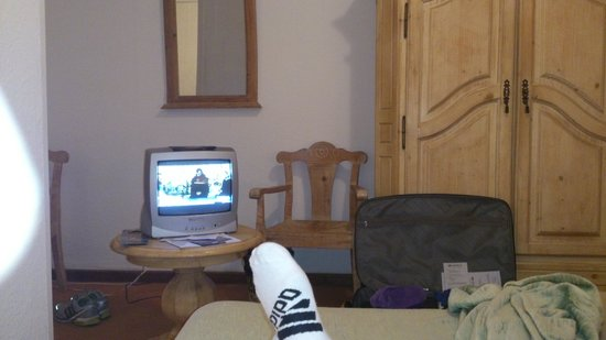 Hotel Playa Sur Tenerife : Old and small TV