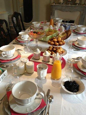 L'Arcane du Bellay: la table du petit déjeuner