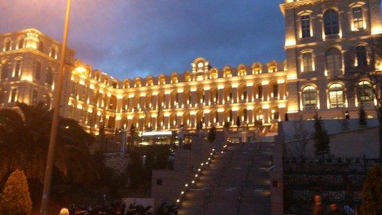 InterContinental Marseille - Hotel Dieu : Intercontinental Marseille at night