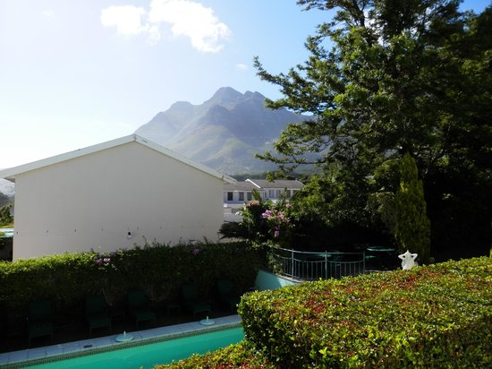 Villa Belmonte: Pool and view