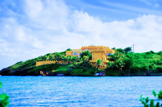 Azzurra Castle: The ultimate in private getaways!