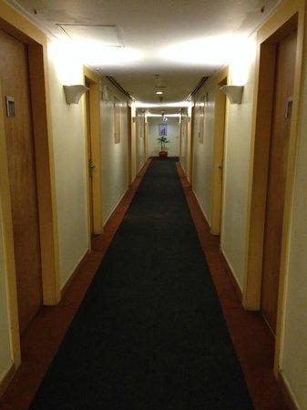 Hotel Ibis Yogyakarta Malioboro: corridor