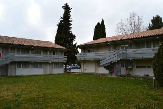 Campanile Aix En Provence Ouest - Jas De Bouffan : La parte de fuera de nuestra habitación