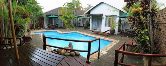 Bhangazi Lodge: Pool bei Tag