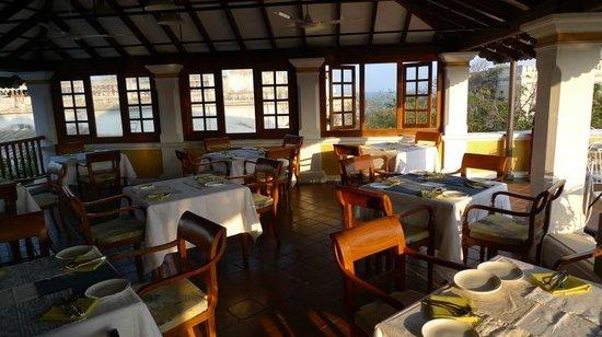 Palais de Mahe : Open air dining