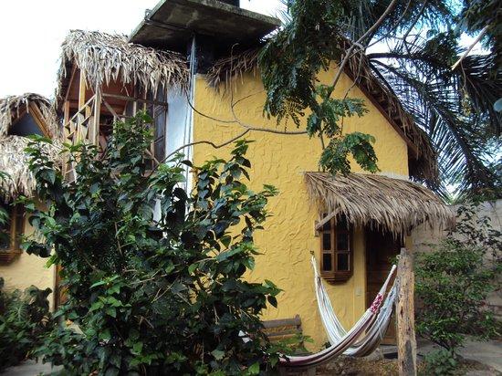 Hosteria Itapoa: Vista de costado, balcoón y primer piso