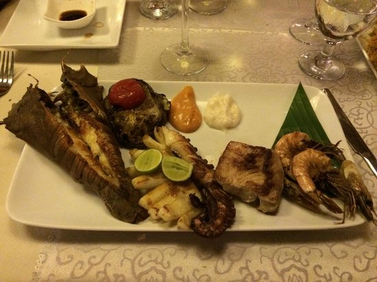 Essence Restaurant: divino  cicala calamaro piovra tonno e gamberi bianchi !!