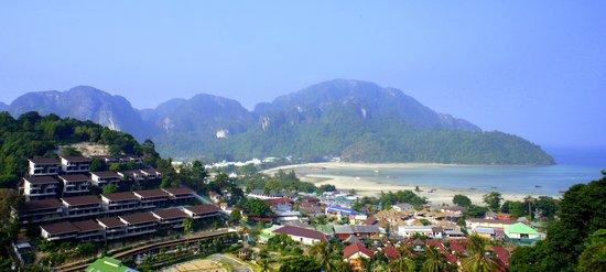 Phi Phi Arboreal Resort : вид с балкона, утро на пляже Ло Далам