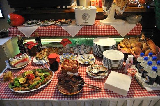 Hotel Lula: buffet breakfast