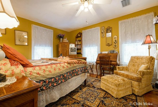 Alling House Bed and Breakfast: Gold Room