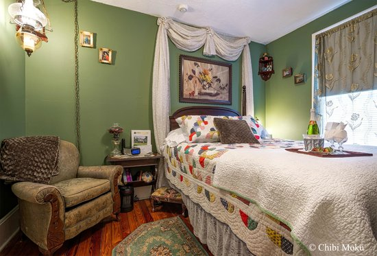 Alling House Bed and Breakfast: Green Room