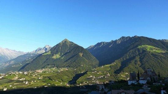Hotel Resmairhof: Terras met en verre blik op de bergen en omgeving !