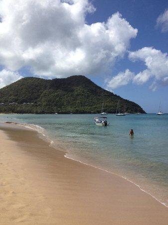 Rodney Bay: Love the beach & the people. The beach food is awesome if you like eastern Caribbean food. You c