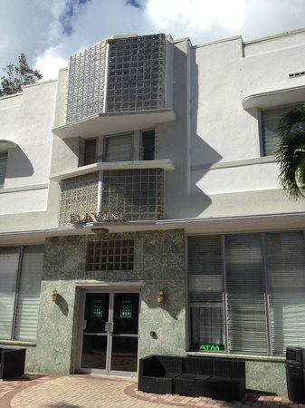 Art Deco Historic District: Central parapet